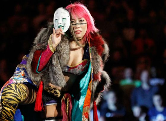 Report: Asuka Was Pulled From WWE Raw Because Of A Legitimate Wrist Injury